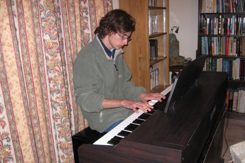 Tm plays his new Kawai digital piano